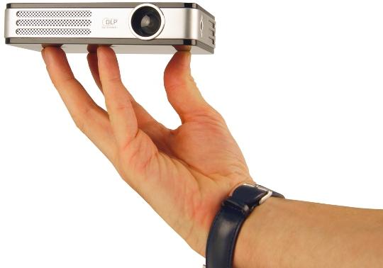 Pourquoi et comment choisir un pico-projecteur ?