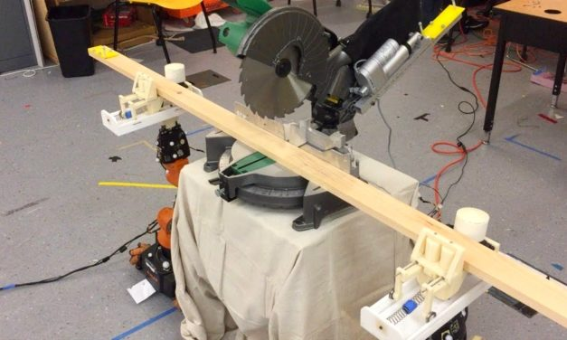 Un robot qui construit des meubles